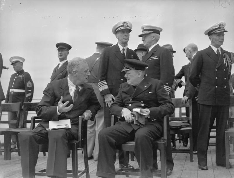Hochgeheimes Treffen zwischen Roosevelt und Churchill and Bord der HMS Prince of Wales (Quelle: commons.wikimedia.org)